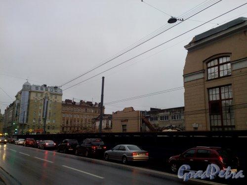 Малый проспект В.О., дом 52. Снос корпусов завода «Эскалатор». Фото 23 сентября 2014 года.
