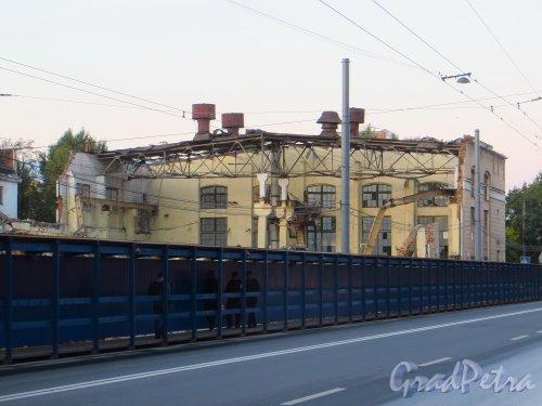 Малый проспект В.О., дом 52, литера А. Оставшаяся часть корпуса завода «Эскалатор» на 26 сентября 2014 года.