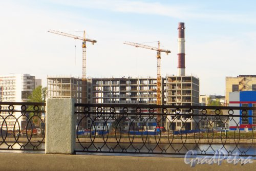 Проспект Обуховской Обороны, дом 120. Строительство нового корпуса концерна ПВО «Алмаз-Антей». Фото 29 сентября 2014 года.