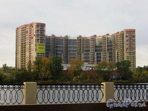 Проспект Обуховской Обороны, дом 110. Строительство жилого комплекса «Молодежный». Фото 29 сентября 2014 года.