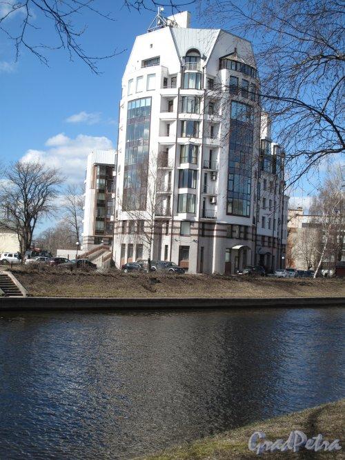 Петровский пр., д. 1.жилой комплекс. Вид со стороныждановской наб. Фото апрель 2014 г.