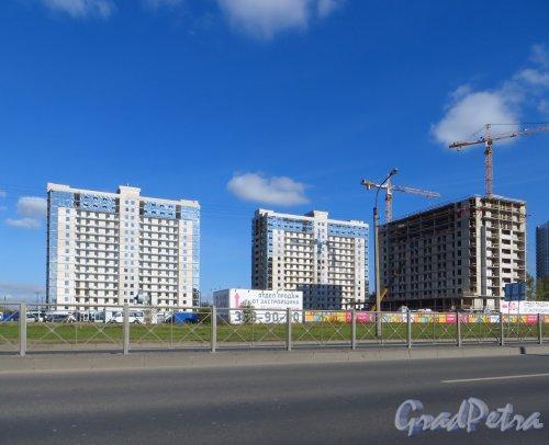 Строительство жилого комплекса «SALUT» северо-восточнее пересечения Дунайского проспекта и Пулковского шоссе. Фото 2 октября 2014 года.