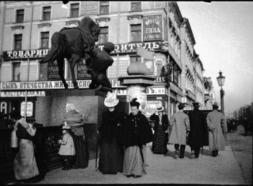 Невский проспект, дом 68. Летом 1899 года с Фотоаппаратом в руках по Петербургу прогуливался Альфред Эберлинг.