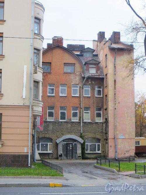 Большой Сампсониевский проспект, дом 84. Фасад здания. Фото 11 октября 2014 года.