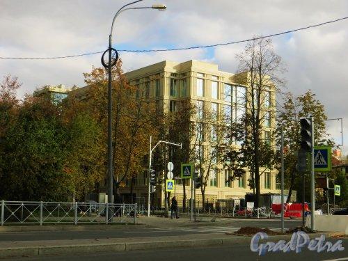 Вид с Крестовского проспекта на жилой комплекс «Крестовский, 12». Фото 1 октября 2014 года.