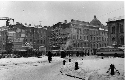 Невский пр., дом 30. Строительство наклонного хода и выхода «Невский проспект—II», 1965–1966 годы.