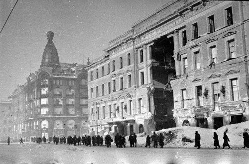 Невский проспект, дом 30. Фотография конца 1941—начала 1942 года.