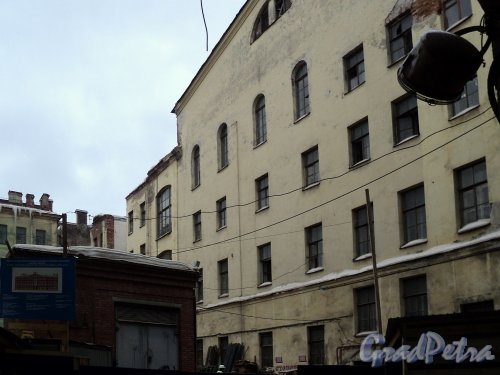 Невский пр., д. 68, лит. Б. Демонтаж здания. Вид со двора. Фото 10 января 2011 г.
