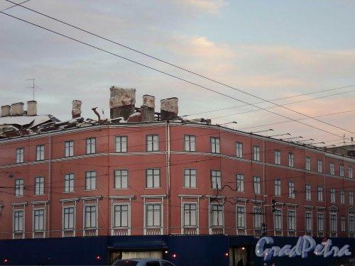 Невский пр., д. 68, лит. Б. Работы по демонтажу конструкций дома. Фото 31 января 2011 г.