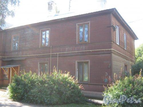 Лен. обл., Гатчинский р-н, г. Гатчина, Мариенбург, Красноармейский пр., дом 44. Фрагмент фасада. Фото август 2013 г.
