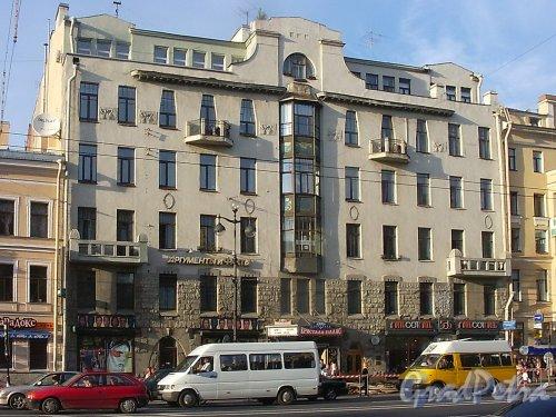 Невский пр., д. 72. Фасад здания. Фото август 2004 г.