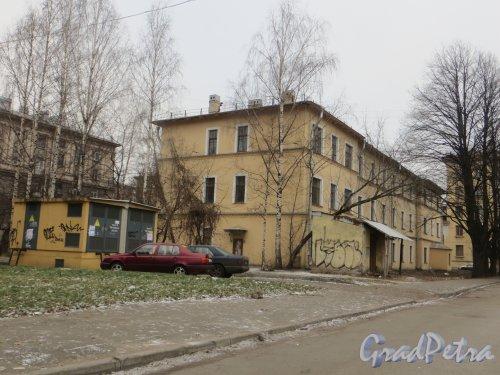 Проспект Стачек, дом 34, литера Ж. Общий вид здания. Фото 29 ноября 2014 года.
