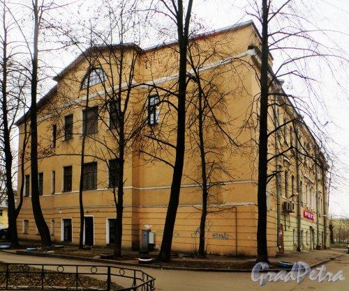 Проспект Стачек, дом 38, литера А. Общий вид здания бывшего «Ушаковского» училища. Фото 29 ноября 2014 года.