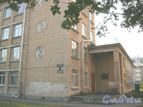 Пр. Елизарова, дом 7. Фрагмент здания. Фото 27 июля 2014 г.