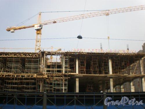 Строительство торгово-развлекательного комплекса «Галерея» у Московского вокзала. Май 2009 года.