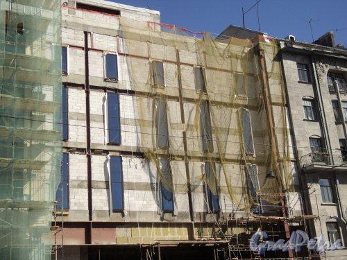 Лиговский проспект, дом 30. Строительство ТРЦ «Галерея» со стороны дома 44. Фото 1 октября 2011 года.