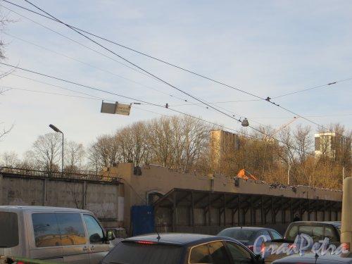 проспект Энгельса, дом 2, литера А. Снос зданий Хлебозавода №7 («Паляница»). Фото 11 февраля 2015 года.
