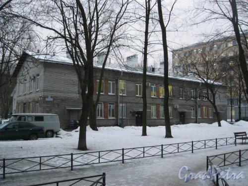 Пр. Стачек, дом 59, корпус 3. Фрагмент здания. Фото 12 февраля 2015 г.
