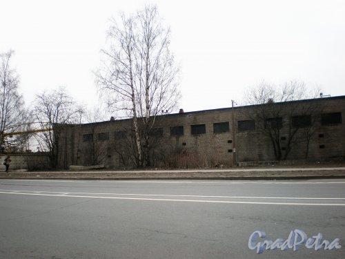 проспект Энергетиков, дом 9, литера В. Общий вид здания. Фото 10 апреля 2009 года.