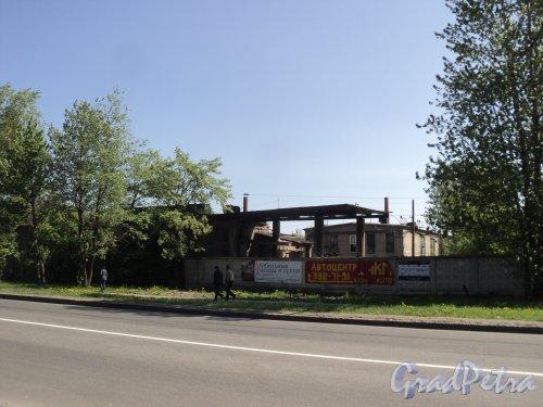 Энергетиков, дом 9, литера Т. Вид на строения в глубине участка. Фото 21 мая 2011 года.