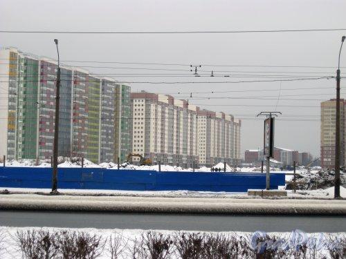 Союзный проспект. Общий вид с крыши дома 5 по ул. Коллонтай (ул. Белышева, дом 1, литера А) (ЖК «Аврора») на строительство будущего проспекта. Фото 28 января 2015 г.