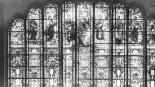 Невский пр., дом 56. Средняя часть большого окна в Театральном зале торгового дома «Братья Елисеевы». Фото начала XX века.