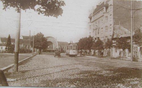 город Выборг,жилой дом М. Пиетинена (справа) и вид на новый Каменный вокзал города Выборга. Фото начала XX века.