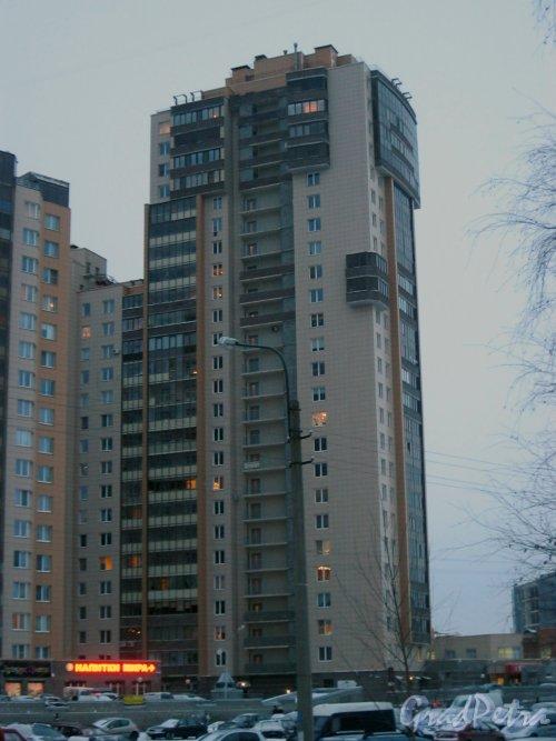 Приморский пр., д. 137, корпус 1. Жилой комплекс «Золотая гавань». Вид с Яхтенной ул. Фото 8 января 2015 г.