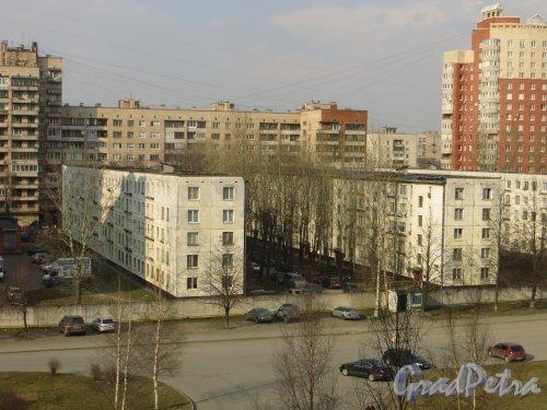 Ленинский проспект, дом 147, корпус 3 (левый) и корпус 4 (правый).  Вид со стороны больницы №26 Московского района. Фото 12 апреля 2015 года.