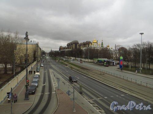 Перспектива Московского проспекта от Малой Митрофаньевской улицы в сторону Обводного канала. Фото 17 апреля 2015 года.
