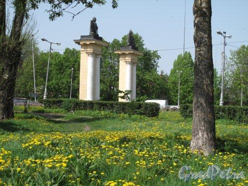 пр. 25 Октября (Гатчина). Ингербургские ворота, Вид сбокку. фото май 2014 г.