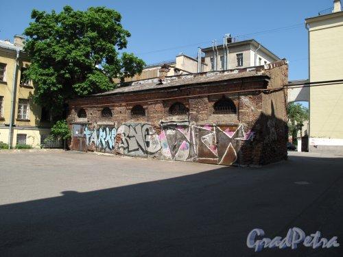 набережная реки Фонтанки, дом 90, литера О. Вид со стороны двора. фото май 2014 г.