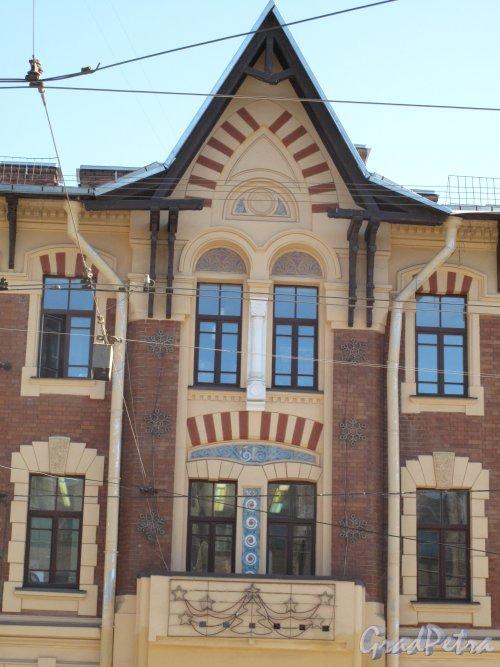 Средний пр. В.О., д. 80/23-я линия В.О., д. 32. Здание Ольгинского детского приюта трудолюбия. Центральная часть главного фасада со Среднего проспекта. Фото апрель 2014 г.