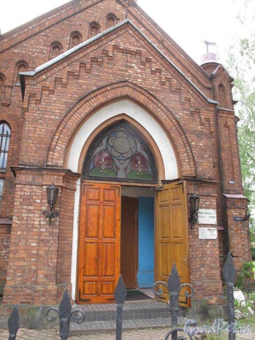 Пр. Урицкого, 44. Костел св. Николая. Западный (торцевой) фасад. Фото июнь 2014