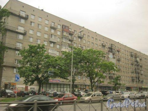Дачный пр., дом 19, корпус 1. Общий вид фасада. Фото 19 июня 2015 г.