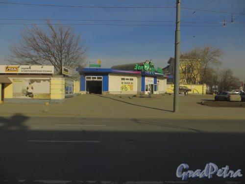 Витебский проспект, дом 9, литера Д. Общий вид павильона «Зелёная шина». Фото 18 марта 2015 года.