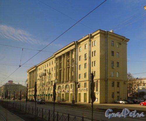 Московский проспект, дом 171, литера А. Корпус по Московскому проспекту. Фото 18 марта 2015 года.