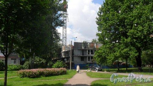 Ярославский проспект, дом 63. Строительство жилого дома «Дом у березового сада». Фото 15 июля 2015 года.