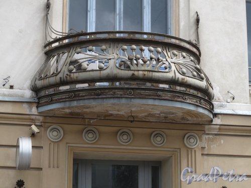 Загородный пр., д. 52. Витебский вокзал. Полукруглый балкон. Фото июнь 2014 г.