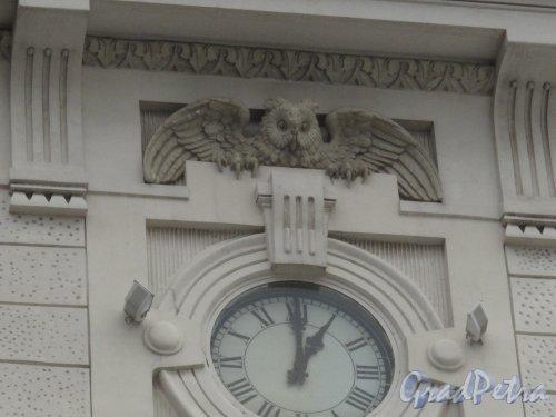 Загородный пр., д. 52. Витебский вокзал. Орнаментальное оформление часов. Фото июнь 2014 г.