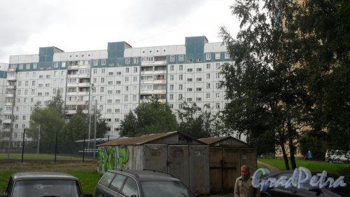Проспект Королева, дом 43, корпус 2. 10-этажный жилой дом 504Д серии 1990 года постройки. 3 парадные,119 квартир. Фото 8 сентября 2015 года.
