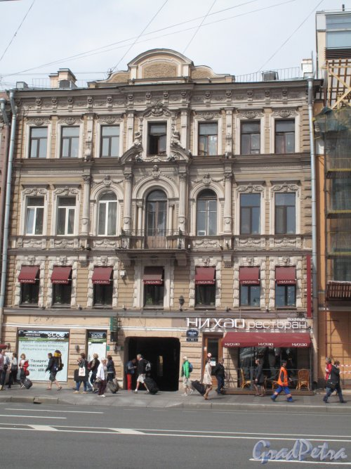 Невский пр., д. 112. Доходный дом,1866, арх. М.А. Макаров. Общий вид уличного фасада. Фото июль 2014 г.