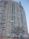 Пр. Маршала Жукова, дом 41 (Ленинский пр., дом 99). Угловая часть фасада. Фото 5 января 2016 г.