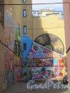 Лиговский пр., д. 37. Двор. Роспись на стене. фото май 2015 г.