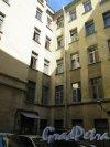 Греческий пр., д. 17. Доходный дом купца С. Т. Семенова, 1902, арх. П.Н. Батуев. Двор. фото июль 2015 г.