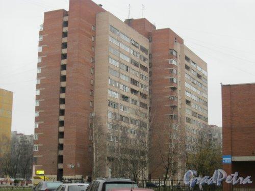 Ленинский пр., дом 97, корпус 3. Вид от дома 45 по пр. Маршала Жукова. Фото 17 ноября 2015 г.