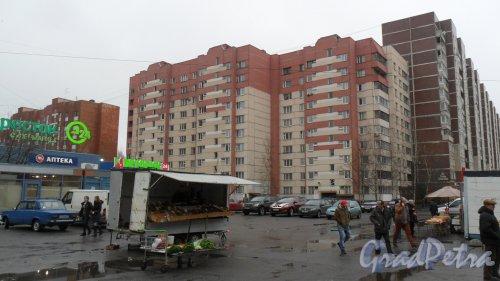 Комендантский проспект, дом 31, корпус 5. 10-этажный жилой дом серии 600.11 2001 года постройки. 3 парадные. 118 квартир. Фото 20 ноября 2015 года.