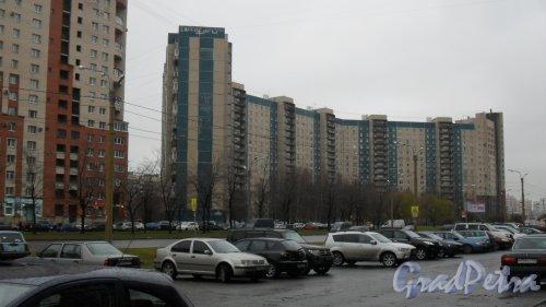 Комендантский проспект, дом 40, корпус 1. 16-этажный жилой дом 137 серии 1989 года постройки. 7 парадных. 553 квартиры. Фото 20 ноября 2015 года.