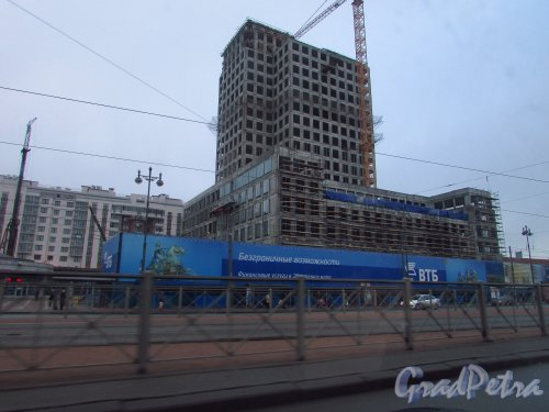 Московский проспект, дом 141А. Строительство торгово-офисного комплекса Fort Group. Фото 4 декабря 2015 года.
