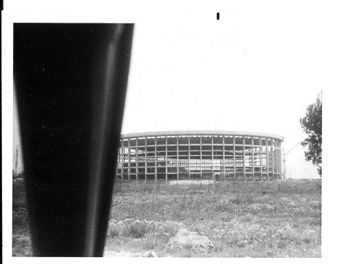 пр. Юрия Гагарина пр., дом 8. Строительство Спортивно-концертного комплекса им. В. И. Ленина. Автор: Майкл Нойберт. 1976-1977 годы.